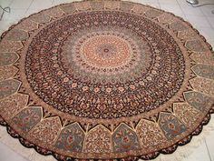 nice round rug (persian of course ^-^)