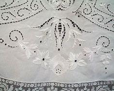 Antique Museum Quality Round Linen Tablecloth от OpulentTextiles