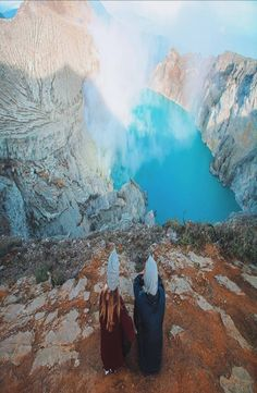 Mount Ijen is an active volcano in East Java, Indonesia. How to get to Mount Ijen, where to stay, Mt. Ijen tour price - a complete guide. Active Volcano, Backpacking, Travel Photography, Places To Visit, Around The Worlds, Tours, Mountains, Pictures, Movie