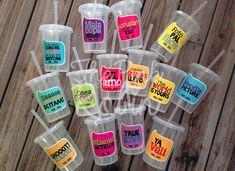 Vasos con popote de The Pink Robin | Fotos 18th Birthday Party, Drinking Water, Coffee Shop, Baby Shower, Diy Crafts, Girly, Parties, Wedding, Sweet 15