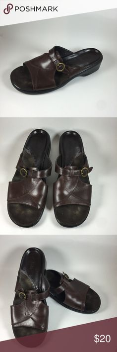 CLARKS GENUINE LEATHER SANDALS SIZE 9 1/2 Clarks brand comfortable leather sandals SIZE 9 1/2 Shoes Sandals