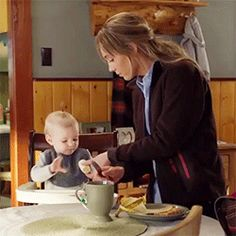 Amy giving Lyndy a banana Heartland Season 11, Watch Heartland, Heartland Quotes, Heartland Tv Show, Heartland Ranch, Ty And Amy, Amber Marshall, Best Relationship, Best Shows Ever