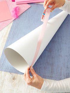 Schultüte basteln: Malerband anbringen