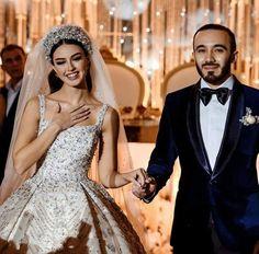 Beige Wedding Dress, Fancy Wedding Dresses, Hijab Wedding Dresses, Bridal Dresses, Bridal Veils And Headpieces, Headpiece Wedding, Bridal Poses, Bridal Portraits, Arab Wedding