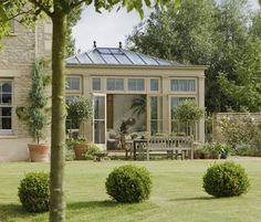Looking for your ideal garden room? be inspired by the stunning conservatory, orangery and garden room and outdoor room design ideas in our gallery Orangerie Extension, Extension Veranda, Conservatory Extension, Conservatory Design, Conservatory Garden, Outdoor Rooms, Outdoor Living, Home Dance Studio, Ideas Terraza