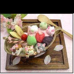 dessert and kittens. were is the sweet shop located I'm there (cute food art) Japanese Treats, Japanese Food Art, Japanese Dishes, Cute Japanese, Cute Desserts, Asian Desserts, Japanese Wagashi, Kawaii Cooking, Kawaii Dessert