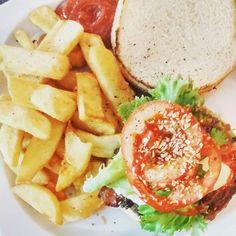 Burgeripäivä! #burger #friday #gastronomypic #wearecocomms #knowyourcoconut
