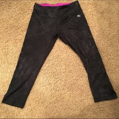 ❗️Flash sale❗️✨ RBX Fitness Capri Black/grey printed. Wide waist band. Inside pocket Great condition, R came off somehow  RBX Pants