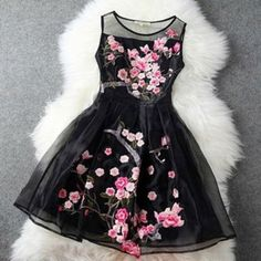 Blossom Dress Vestitino in tulle con fiori ricamati € 79.90 www.dream-shop.it #blossom #dress #vestito #abito #ricamo #ricamato #fiori #flowers #romantico #azzurro | http://fitness-motivations.blogspot.com/