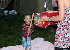 Les enfants d'âge préscolaire font davantage d'acquis dans le jeu libre, idéalement à l'extérieur, que lors des jeux dirigés. Picnic Blanket, Outdoor Blanket, Instructions, Jouer, Lily Pulitzer, Articles, Childhood, Picnic Quilt