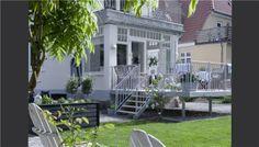 So cozy backyard Outdoor Retreat, Outdoor Spaces, Outdoor Living, Outdoor Decor, Small Garden On A Budget, Small Garden Design, Style Cottage, Cottage Homes, Small Gardens