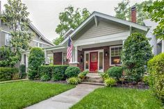 Great curb appeal! Love the Historic Richland neighborhood in Nashville.