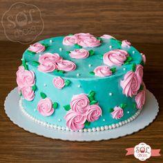Para deixar esse perfil ainda mais florido! 🌹🤗💕 Bolo rosetas com massa de chocolate e recheio de brigadeiro. Gostou do bolo? Faça sua encomenda pelo WhatsApp (31)99296-8448. #soldoces Birthday Cake With Flowers, Pastel Party, Mini Cakes, Cakes And More, Cake Designs, Amazing Cakes, Baked Goods, Cake Decorating, Bakery