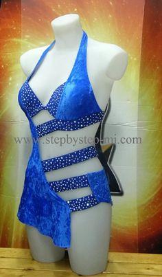body con gonnellino in ciniglia e lycra blu decorato a mano con circa 1500 strass aurora boreale  #stepbystep #ballo #scarpedaballo #danceshoes #cute #design #fashion #shopping #blue #blu #glamour #glam #picoftheday #shoe #rhinestones #style #instagood #beautiful #madeinitaly #dancer #latindress #salsadress #salsa #strass #bachata #abitodaballo #dancewear #handmade