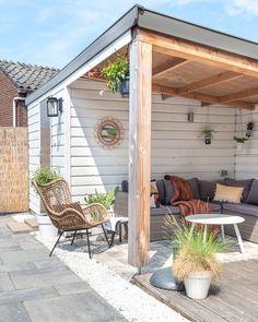 Zo blij met onze veranda/overkapping. Onze bohemian tuin is klaar voor de zomer. #gardeninspiration #gardeningideas #veranda #overkapping #tuin #tuininspiratie #garten  #eclecticdecor