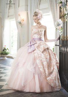 お色直しで着たい♡カラードレスが可愛いすぎるドレスブランドまとめ♡にて紹介している画像