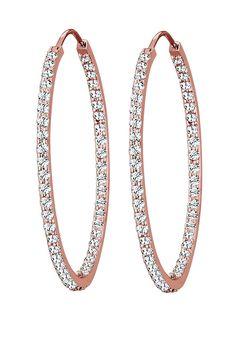 Diese glamourösen Creolen aus rosé-vergoldetem 925er Sterling Silber und leuchtenden Kristallen von Swarovski sind ein echtes Highlight für dein Outfit. Ob luxuriös am Abend oder für einen extravaganten Auftritt im Alltag, diese Ohrringe lassen deine Augen strahlen und machen dich zum Mittelpunkt jeder Unterhaltung. Dieses exklusive Schmuckstück ist ein Elli PREMIUM Produkt und wird in einem el...