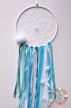 Attrape rêves - Dreamcatcher Style boho chic, tons turquoise et blanc. Noel Christmas dentelle pompon Déco salon, chambre.