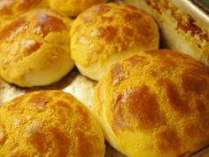 Food in Hong Kong : Pineapple bread 菠蘿包