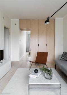 Koti kuin karamelli! Arkkitehdin itselleen suunnitteleman kodin toiminnallisuus ja selkeä sisustus luovat asunnosta todellisen helmen. Alunperin 51 m2 kolmioon on saatu mahtumaan keittiö, ruokailutila