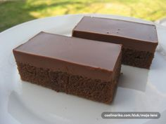 Za 20 minút hotové a vždy šťavnaté a to vďaka špeciálnej poleve. Czech Desserts, Sweet Desserts, Sweet Recipes, Delicious Desserts, Yummy Food, Baking Recipes, Cake Recipes, Individual Desserts, Czech Recipes