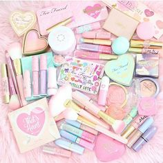 Pastel Prettiness!Happy Saturday beauties!So in love with @_lipstickandl0ve colorful beauty!I spy our pink gold glam brushes and a whole lot of @toofaced!