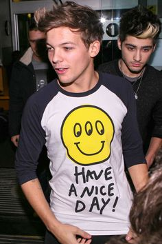 Louis Tomlinson & his funny graphic T-shirt.