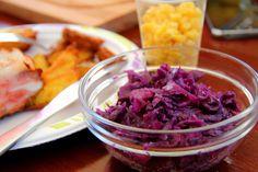 Párolt lilakáposzta recept: A párolt lilakáposzta receptje, elkészítése igen egyszerű, az eredmény pedig annál nagyszerűbb! Vörös húsok mellé kiváló köretként szolgálhat bármikor, de önmagában is fogyasztható! ;) Nem csak finom, hanem nagyon egészséges is!