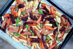 Ovnsbakte rotgrønnsaker - det beste tilbehøret til middagen! Paella, Vegetable Pizza, Vegetables, Ethnic Recipes, Food, Essen, Vegetable Recipes, Meals, Yemek