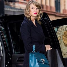 #StefanoGabbana Stefano Gabbana: Taylor Swift con Monica Bag_ @TaylorSwift carrying the Dolce&Gabbana Monica handbag while out and about in NYC on January 16, 2015. #dgwomen #dgcelebs #dolcegabbana#taylorswift ❤️❤️❤️#madeinitaly