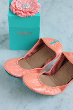 7 HOURS LEFT! Leap into Spring with Tieks!! Flats made of the finest Italian leathers and designed to fold and fit in a purse! Enter to win a $200 gift card! #GIVEAWAY
