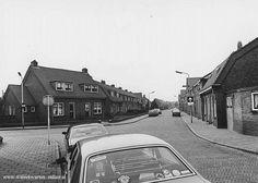 Rijnstraat gezien in de richting van de Niersstraat, links de Lekstraat - 1982
