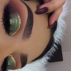 Eye Makeup Tips.Smokey Eye Makeup Tips - For a Catchy and Impressive Look Eye Makeup Tips, Makeup Goals, Skin Makeup, Eyeshadow Makeup, Eyeshadows, Eyeshadow Palette, Cut Crease Eyeshadow, Makeup Eyebrows, Makeup Geek