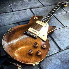 Bass Guitar - Guitar What You Must Know Guitar Boy, Music Guitar, Cool Guitar, Playing Guitar, Vintage Les Paul, Les Paul Guitars, Guitar Collection, Gibson Guitars, Custom Guitars