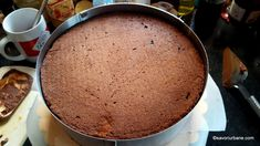 cum se monteaza un tort cu ciocolata si coji de portocale (3) Mai, Cornbread, Deserts, Cooking Recipes, Pudding, Ethnic Recipes, Food, Pies, Mascarpone