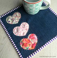Patchwork patterns sewing projects mug rugs 64 Ideas Mug Rug Patterns, Patchwork Patterns, Quilt Patterns, Sewing Patterns, Patchwork Ideas, Canvas Patterns, Small Sewing Projects, Sewing Crafts, Craft Projects