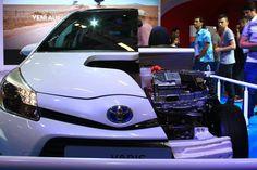 Toyota Yaris Hybrid cutaway - IstanbulAutoShow2015 by ErdemDeniz