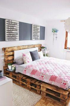 Schlafzimmer einrichten: Modernes Bett aus Paletten