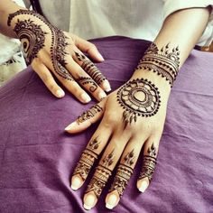 Each and every girl desires her hands colored with henna. Check out, some exclusive and stylish mehndi designs that can be applied easily and in no time. Stylish Mehndi Designs, Mehndi Design Photos, Beautiful Mehndi Design, Latest Mehndi Designs, Mehndi Designs For Hands, Every Girl, Mehendi, Hand Coloring, Henna