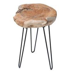 Odkládací stolek Lexy je jedinečný tím, že je vyráběn z masivního kusu teakového dřeva a každý kus je originál.