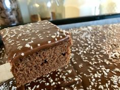 Saftig sjokoladekake i langpanne – Henriettes matblogg Something Sweet, Yummy Drinks, Chocolate Cake, Cake Recipes, Food And Drink, Cooking Recipes, Favorite Recipes, Sweets, Baking