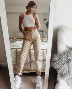 Harvest until you drop white top- Ernten Sie, bis Sie weißes Oberteil fallen lassen Harvest until you drop the white top.Create this outfit with our crop top and replace it with our sweatpants.This is the summer outfit for 2019 Spring Outfits, Winter Outfits, Outfit Summer, August Outfits, Trendy Summer Outfits, Casual Summer, Skinny Khaki Pants, Beige Pants, Tan Jeans