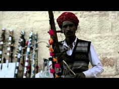 Ravanhatta player in Jaisalmer (Rajasthan, India).