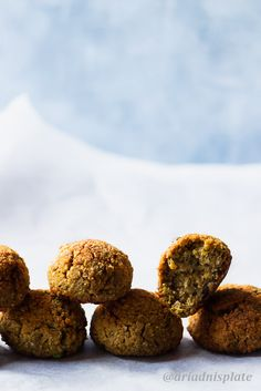 Oven baked falafel for those who don't like to deep fry! Crunchy on the outside and fluffy in the inside these falafels will be your favorite! What Is Falafel, Photography Portfolio, Food Photography, Baking Recipes, Dog Food Recipes, Food Kiosk, Baked Falafel, Falafels, Just Bake