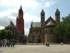Vrijthof in Maastricht. Sint Janskerk (links) und Servaasbasiliek (rechts) am Vrijthof