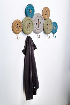 PhillyGirl4Ever Craft: Gather some wood charger plates or frisbees, drill four holes and lace with twine...add hook and you have a crafty clever button style wall hook! 1000000 Ideas & Products