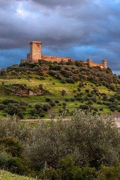 Il Castello Malaspina, Bosa, Oristano, Sardegna. 40°18′00″N 8°30′00″E