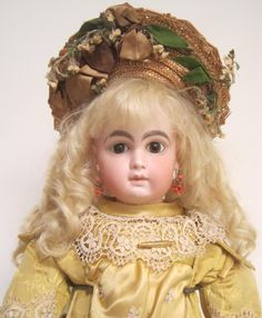 Wilhelm Dehler closed mouth doll with French bebe look