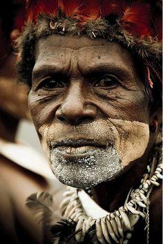 Man from Bena Bena valley, Mount Hagen , Papua New Guinea , Highlands, Mount Hagen festival singsing | by Eric Lafforgue
