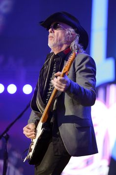 Brad Whitford Photos - Guitarist Brad Whitford of Aerosmith performs onstage during the 2012 iHeartRadio Music Festival at the MGM Grand Garden Arena on September 2012 in Las Vegas, Nevada. - 2012 iHeartRadio Music Festival - Day 2 - Show Aerosmith, Joseph Simmons, Brad Whitford, Rock And Roll Bands, Steven Tyler, Guitar Players, Photo L, Elevator, Bad Boys